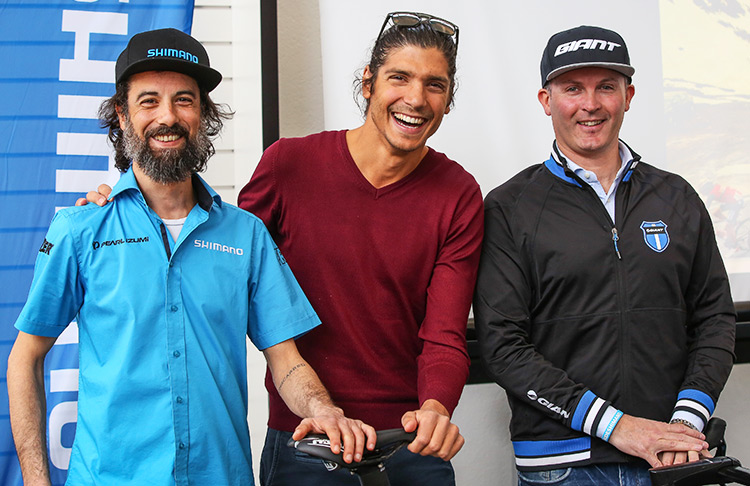 Alessandro Fabian con il team di Shimano e Giant
