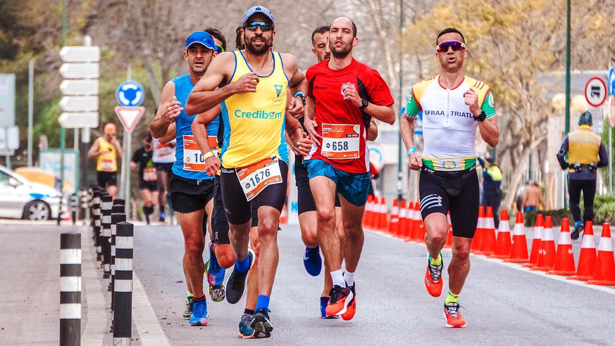 Atleti corrono una maratona