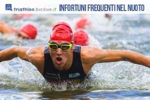 triathlon ragazzo che esce nella frazione di nuoto a farfalla 2019