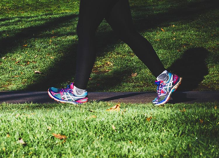 camminare in pianura dopo che il dolore è sparito dalla schiena
