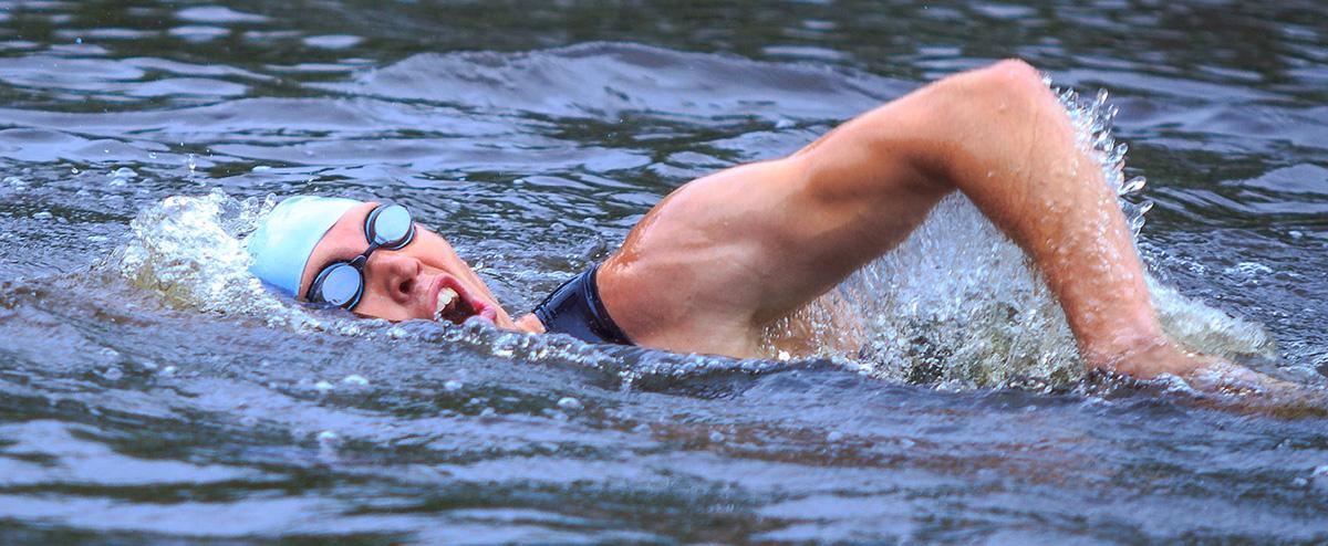Nuoto in acque libere triatleta