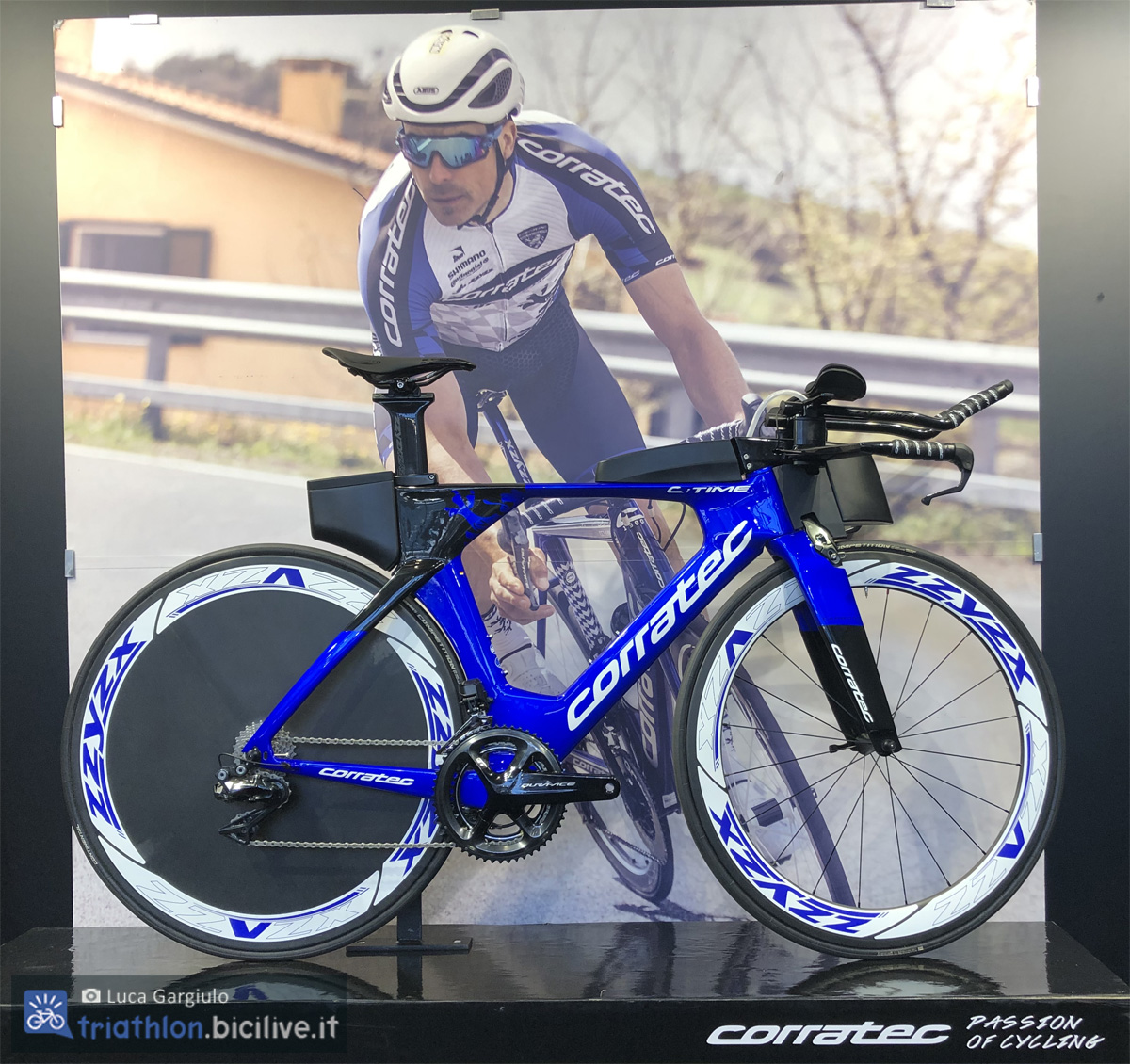 Una bici da triathlon Corratec C.Time SLR 2020