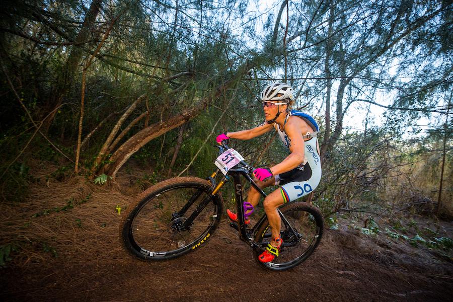 Lesley Paterson sul percorso bike agli XTerra World Championship 2019 a Maui