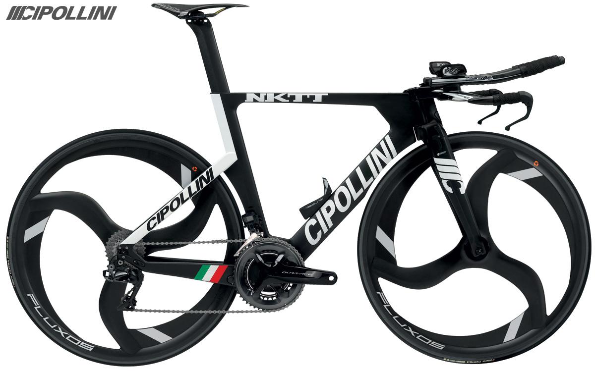 Una bici da triathlon con telaio in carbonio Cipollini NKTT 2020