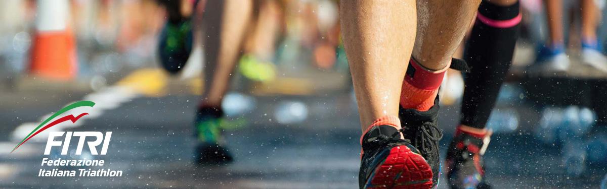 Triatleti in una gara impegnati nella frazione di corsa
