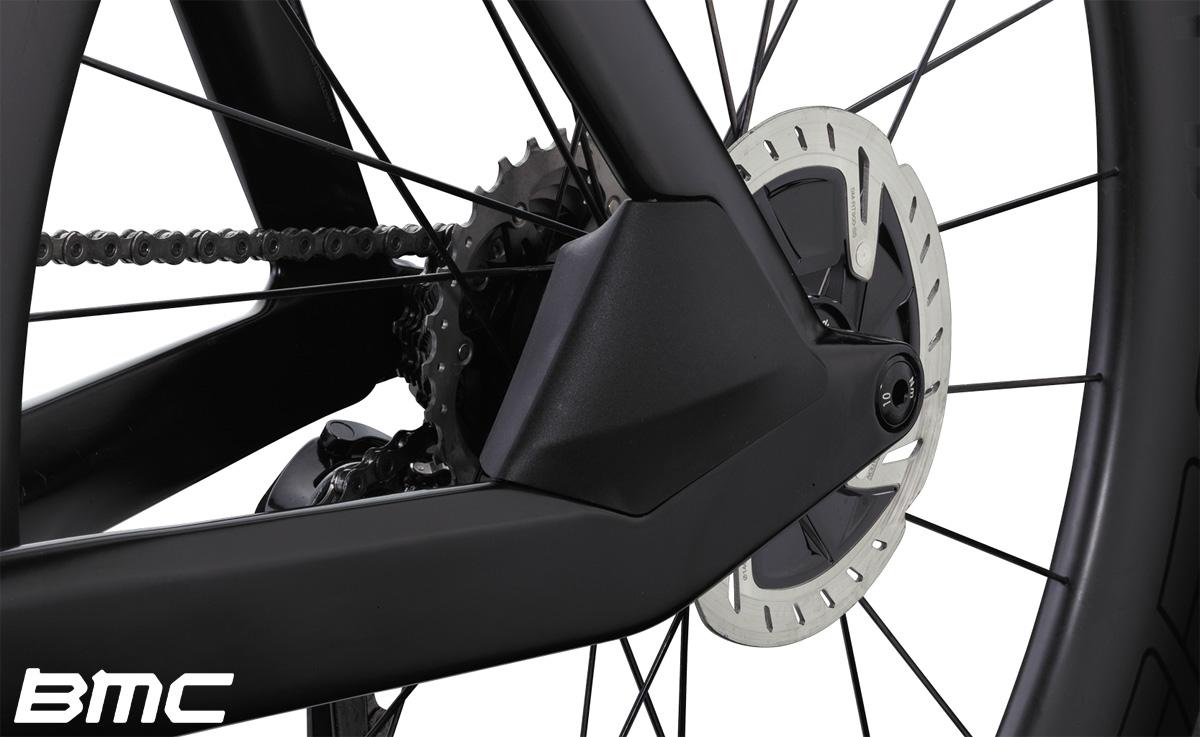 Dettaglio del rotore del freno a disco sulla BMC Timemachine 01 Disc One