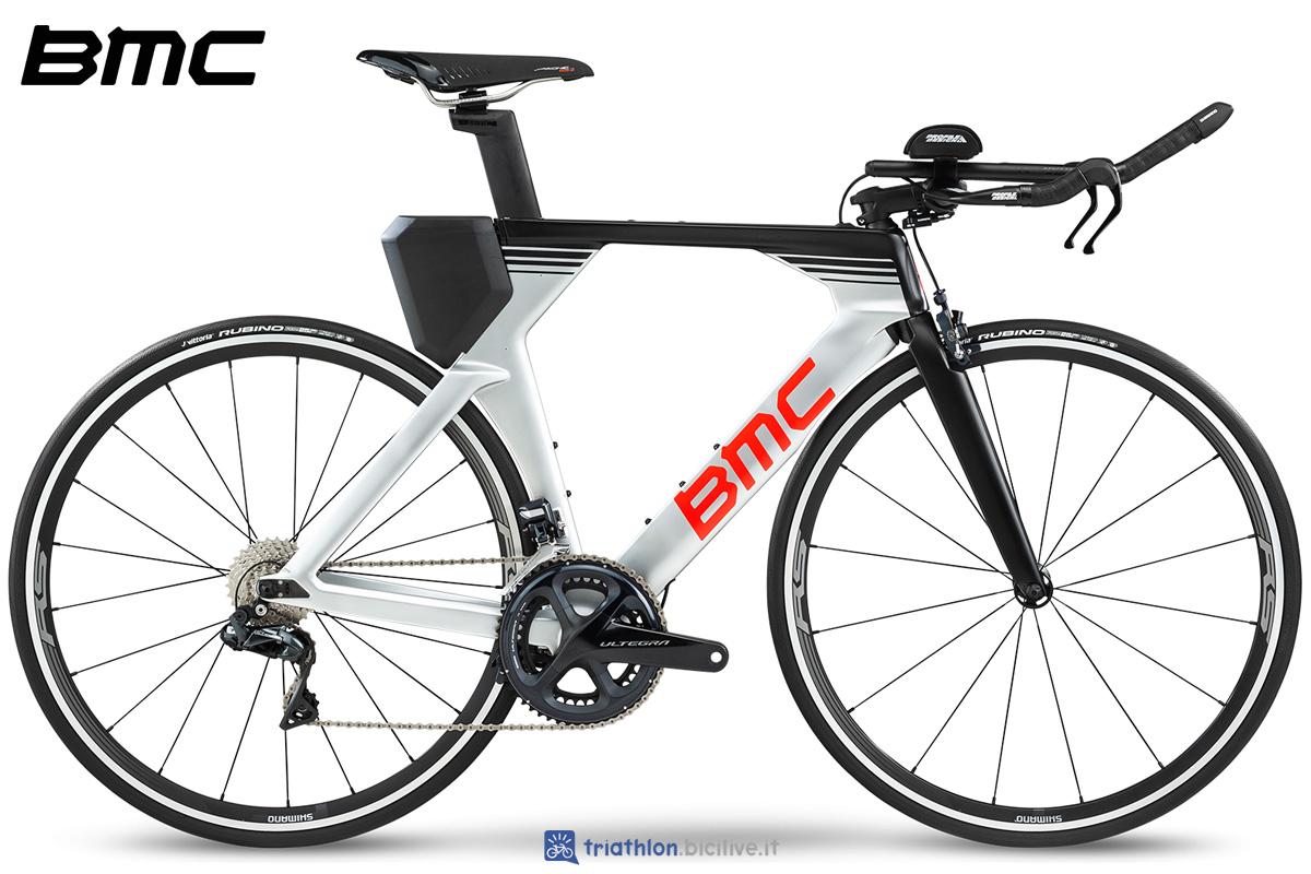 Una bici da triathlon BMC Timemachine 02 One gamma 2020