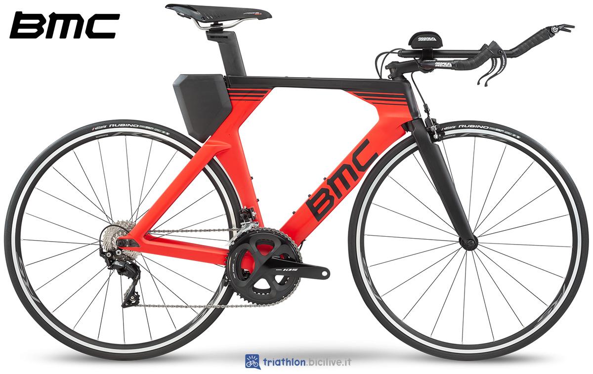 Una bicicletta da triathlon BMC Timemachine 02 Two