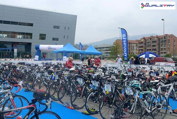 La zona di transizione della gara Triathlon Sprint Città di Pinerolo
