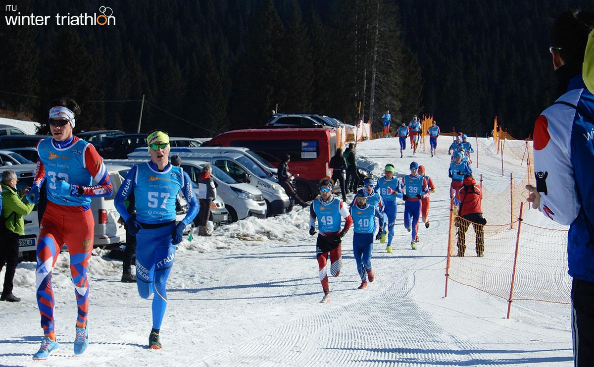 La frazione di corsa ai mondiali di winter triathlon con atleta Pesavento