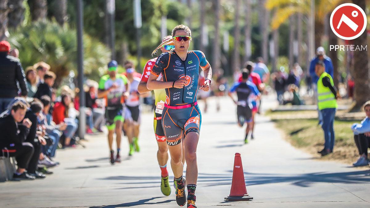 La triatleta Margie Santimaria che corre durante L'Ironman