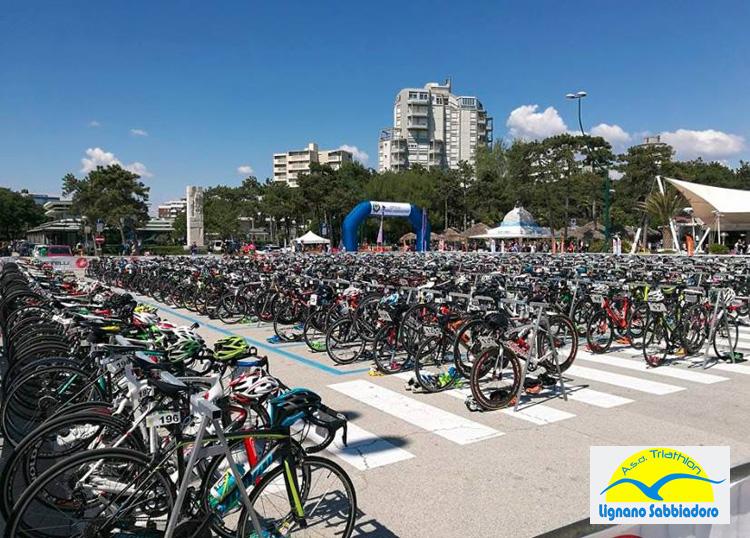 Zona cambio biciclette al Triathlon Sprint Città di Lignano