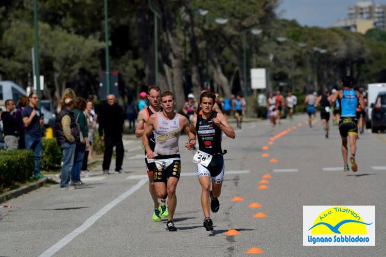 Atleti in gara nel Triathlon Sprint Città di Lignano