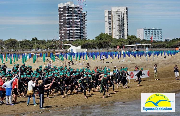 Triathleti in gara al Triathlon Sprint Città di Lignano