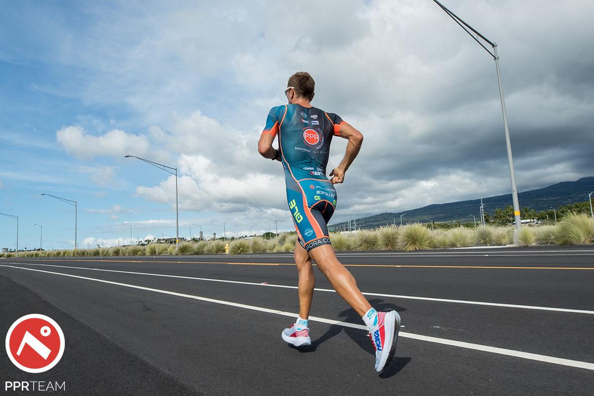 Un triatleta PPR Team che corre durante l'ultima frazione dell'Ironman