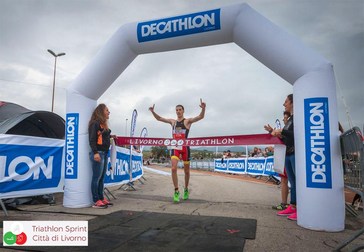 La vittoria di Matteo Morelli gara maschile triathlon città di Livorno