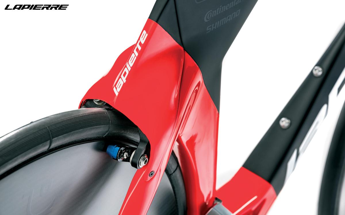 Dettaglio del posteriore della bicicletta aerodinamica Lapierre Aerostorm DRS