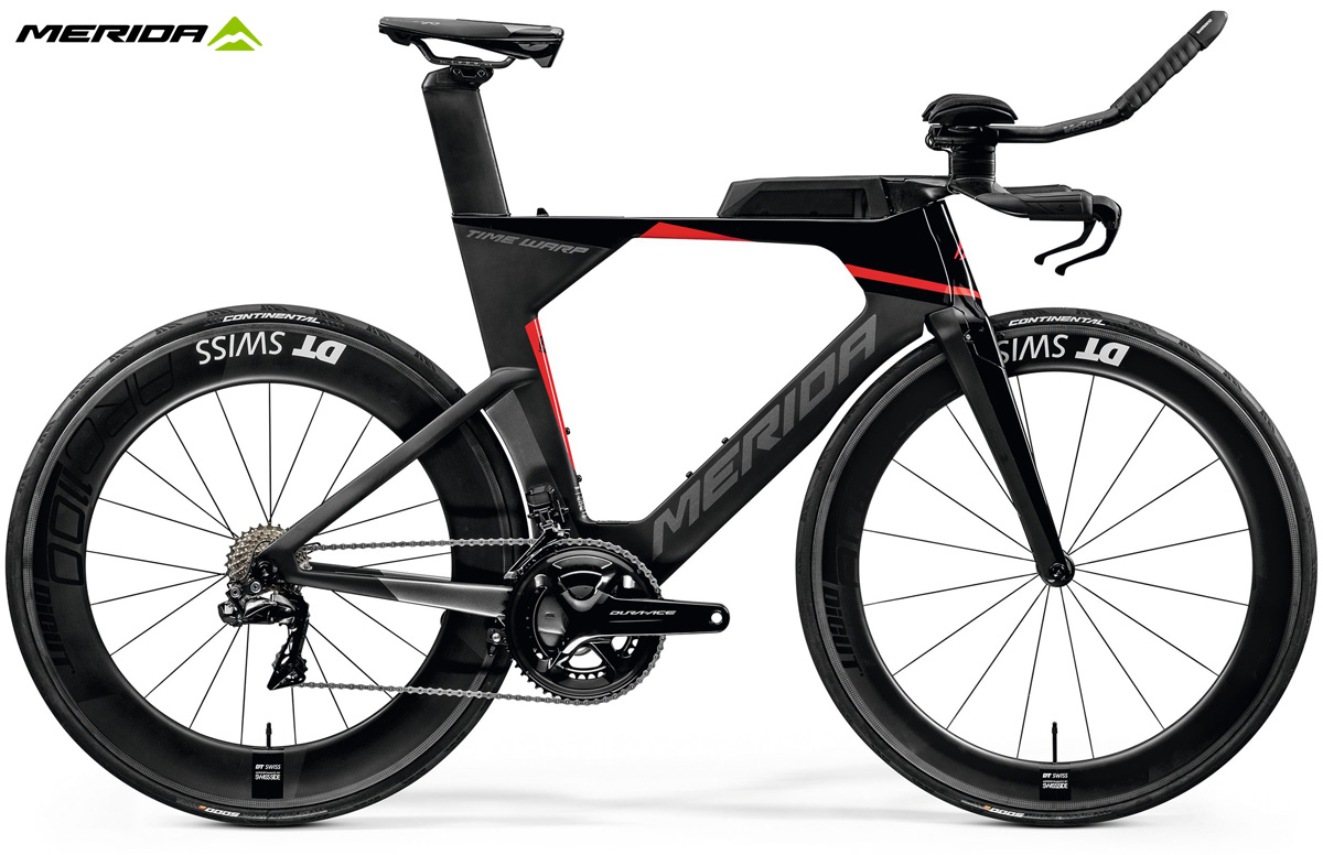 Una bici da triathlon Merida Time Warp Tri 10k-E 2020