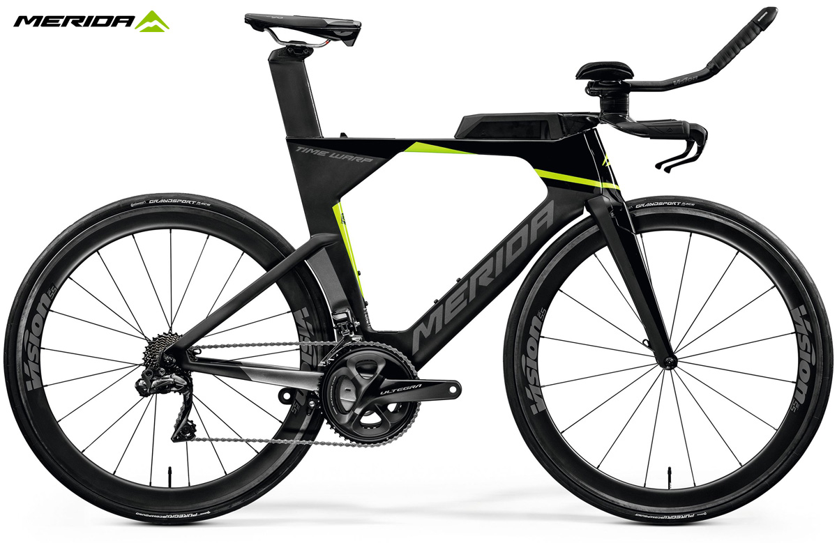 Una bicicletta da triathlon Merida Time Warp Tri Limited 2020