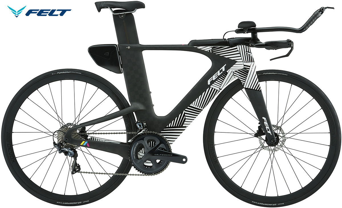 La bici da triathlon Felt IA Advanced Ultegra vista lateralmente