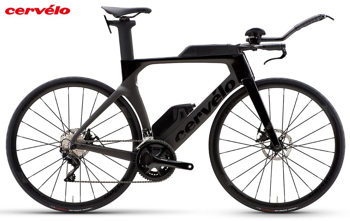 Una bici da triathlon con telaio in carbonio Cervélo P 105 2021 color nero