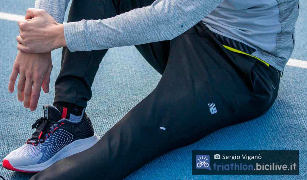 Sergio Viganò fa stretching prima di correre sulla pista con le sue scarpe da corsa