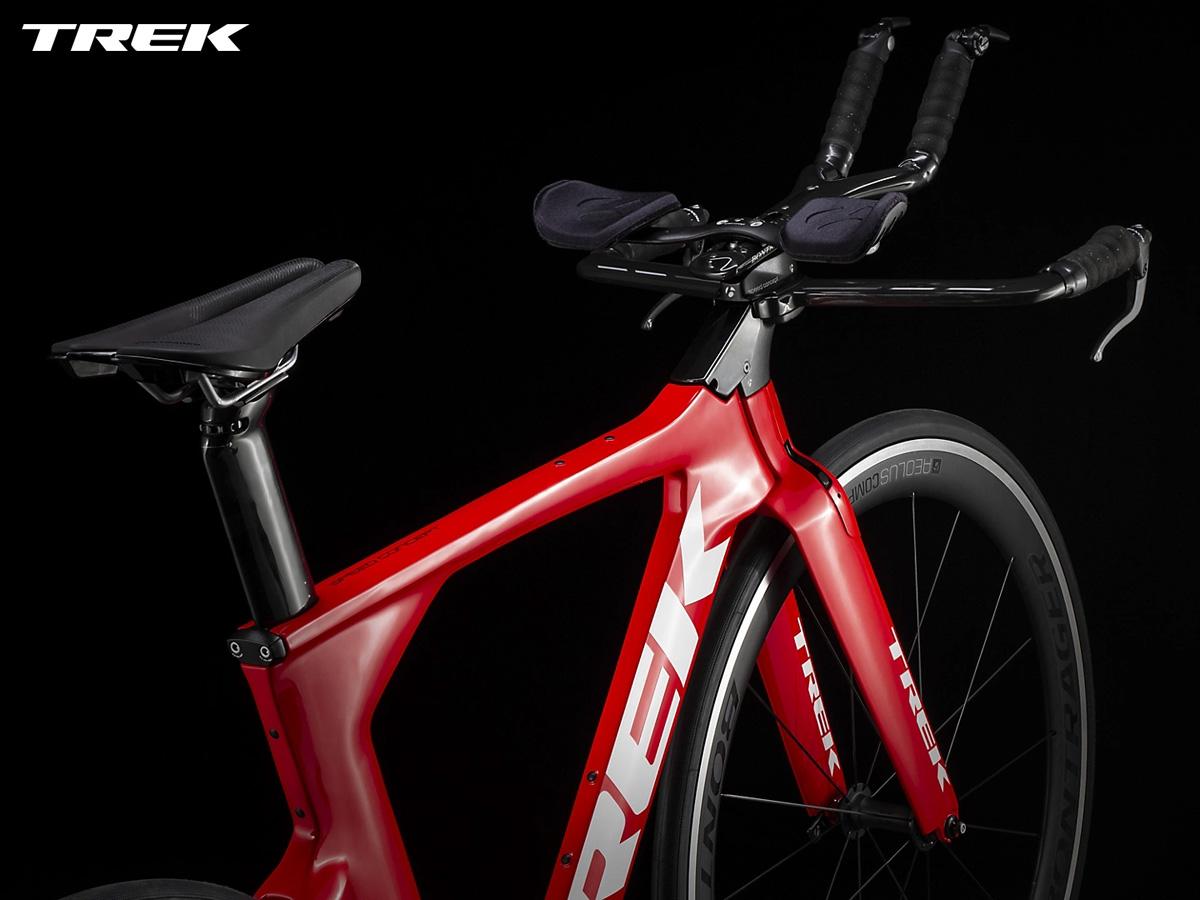 Dettaglio del posteriore della bici da triathlon e cronometro Trek Speed Concept 2021