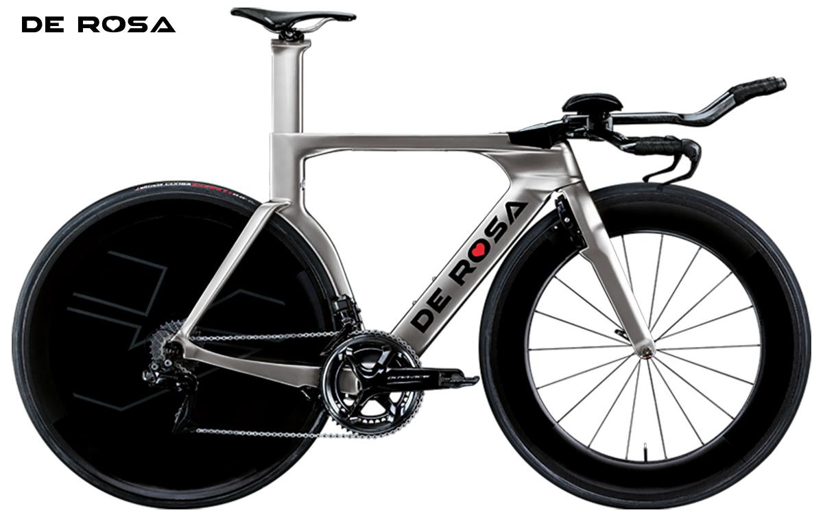 La bici da triathlon De Rosa TT-03 in colorazione Silver Flash vista lateralmente