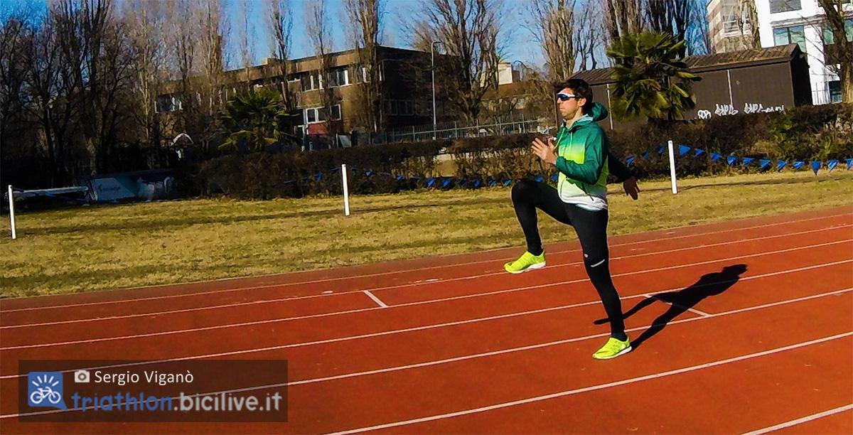 Sergio Viganò si esercita nella corsa in pista facendo uno skip alto