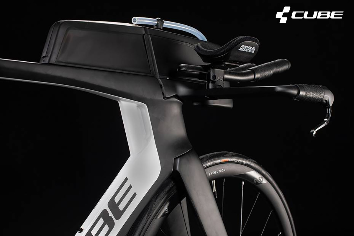 Dettaglio del serbatoio per i liquidi presente nel telaio della nuova bici da triathlon Cube Aerium C68 TT 2021